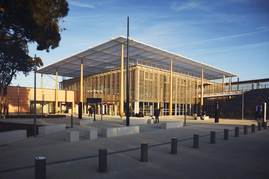 Gare SNCF Nîmes Pont-Du-Gard